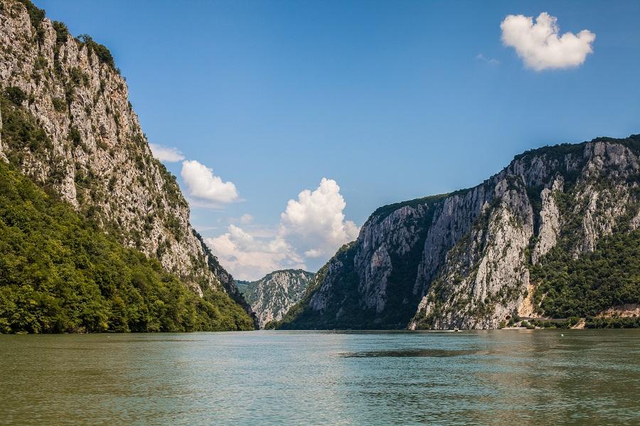 Agrement Cazanele Dunarii plimbare barca pescuit drumetie mountain bike|365romania.ro