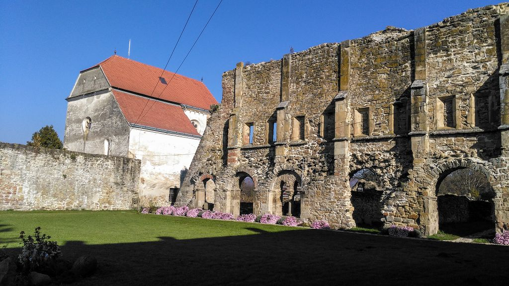 Manastirea Cisterciana de la Carta | 365romania.ro