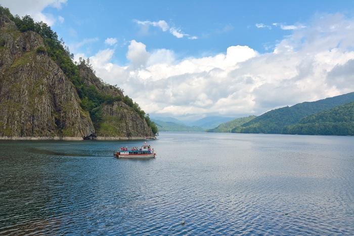 Croaziera vaporas Lacul Vidraru|365romania.ro
