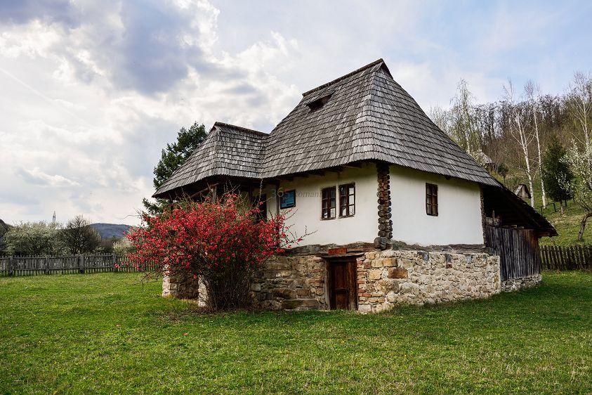 Muzeul Satului Valcean Bujoreni atractii turistice | 365romania.ro