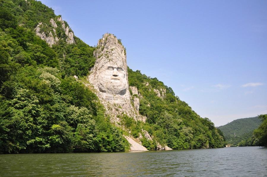 Chipul lui Decebal sculptat la Cazanele Mici | 365romania.ro