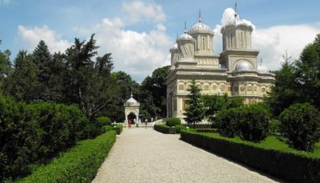 Manastirea Argesului obiectiv turistic in judetul Arges