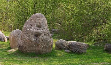 Rezervatia Naturala Muzeul Trovantilor Costesti | 365romania.ro