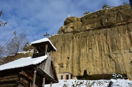 Manastirea Corbii de Piatra obiectiv turistic arges|365romania.ro